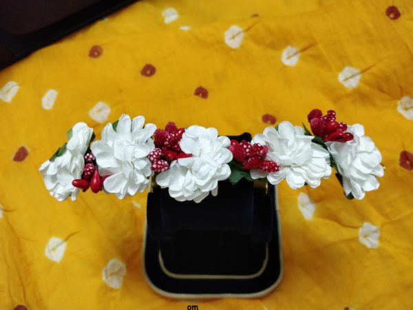 gajra online white and red for hair bun online