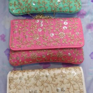 buy giveaway clutches online